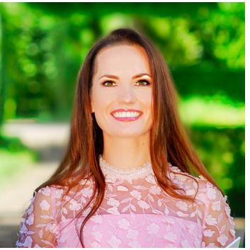 internationale Hochzeitsplanerin, Freie Traurednerin und Moderatorin Galina Kußmaul